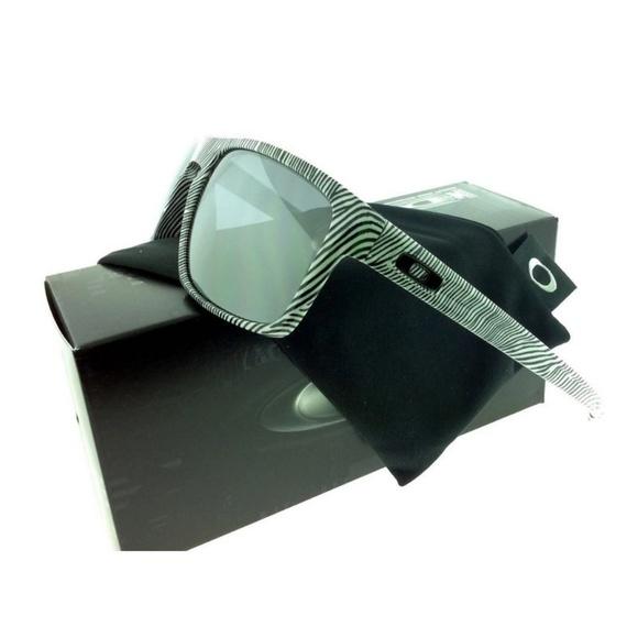 64d3cd2e91c OO9262-15 Men s White Fingerprint Frame Sunglasses